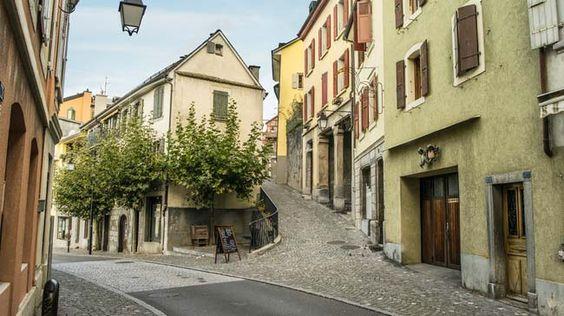 Schweiz. ganz natuerlich. In der Altstadt von Montreux.